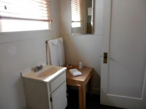 Room-11-bath-2